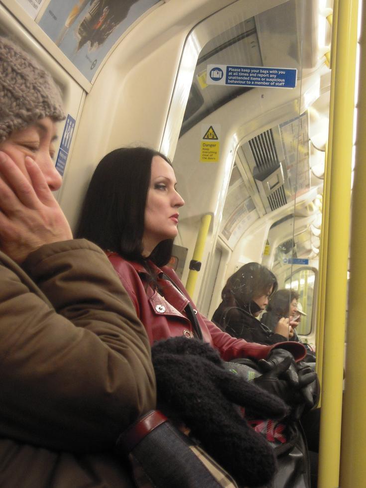 morticia adams metro londres