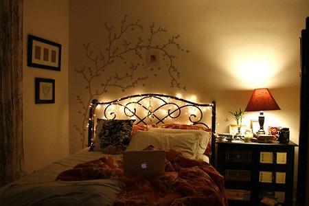 decoración con luces cabecero cama victoriansecretblog