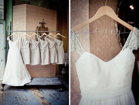 vestido de novia en percha personalizada con nombre