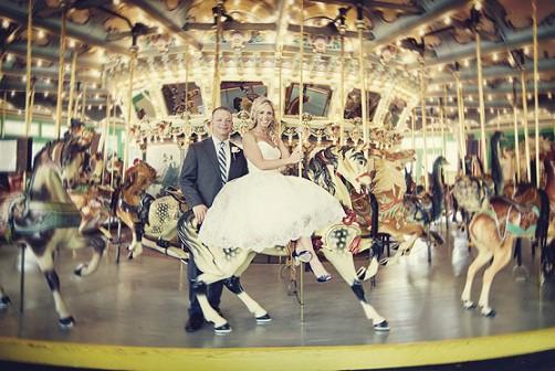 carrusel boda parque atracciones via Jennifer-Prophet-Photography