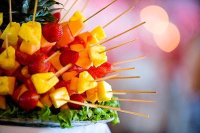 brochetas-fruta-boda-ideas_opt