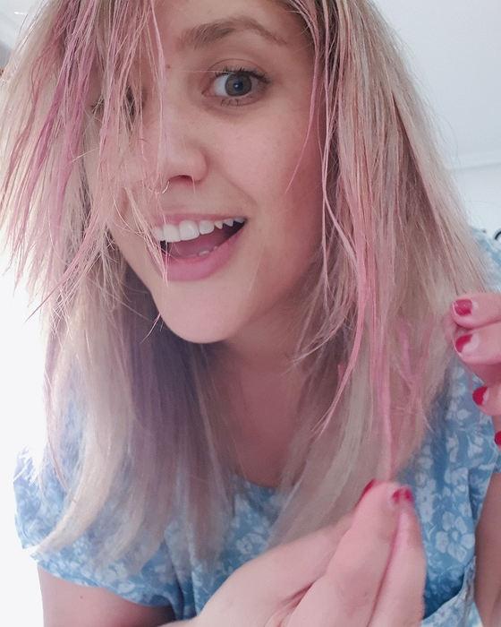colorista-makeup-pelo-rosa-proceso-aplicación