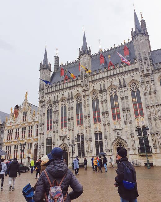 plaza-burg-brujas-ayuntamiento